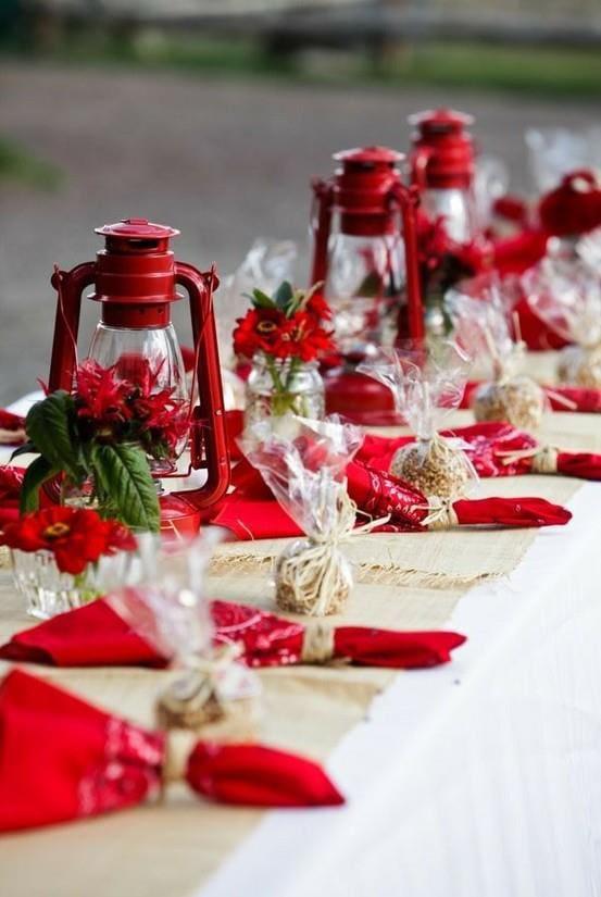 casual-christmas-table-decor