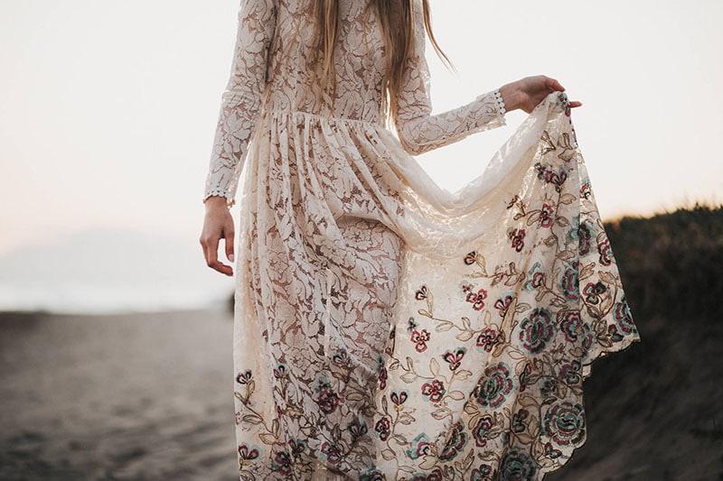 vestido vintage de novia con flores bordadas