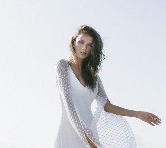 Vestido de novia con aberturas en las mangas