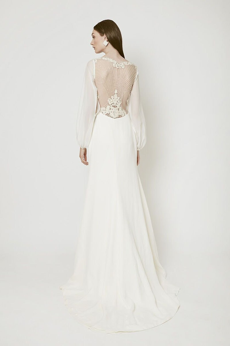 Vestido de novia con cuentas de flores bordadas en espalda