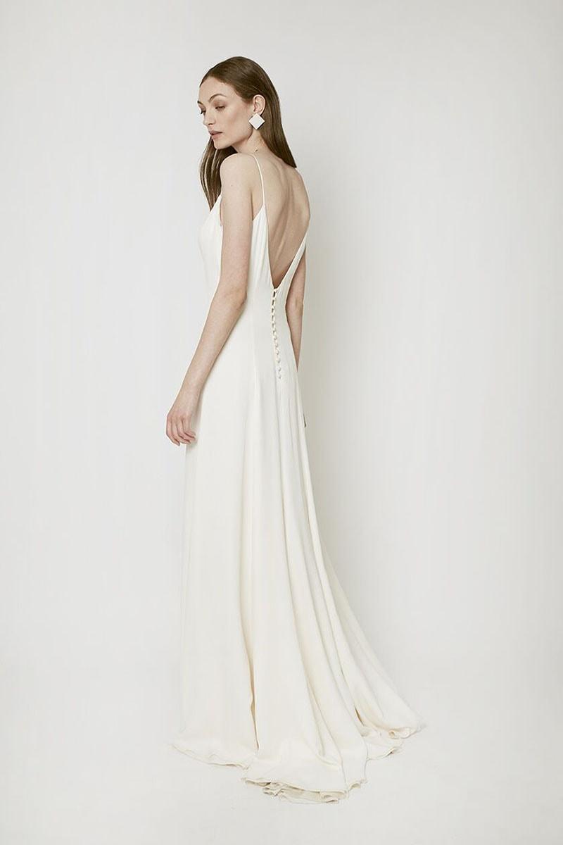 Vestido de novia con espalda en V