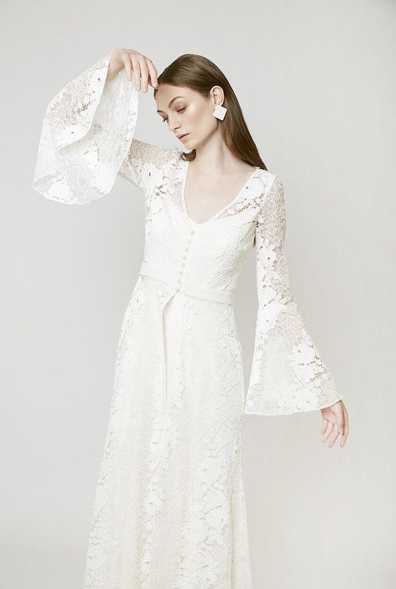 Vestido de novia con mangas acampanadas