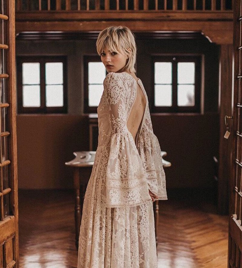 vestido de novia con manga acampanada