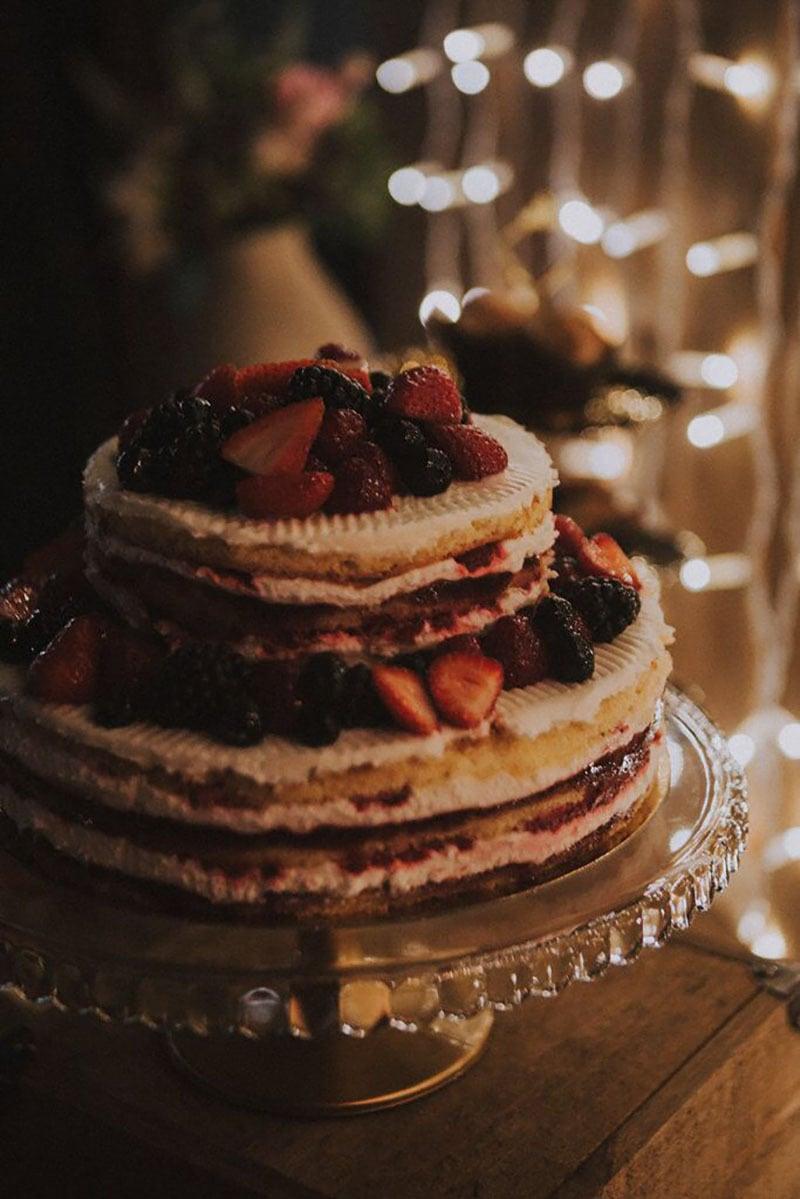 tarta nupcial de frutos rojos