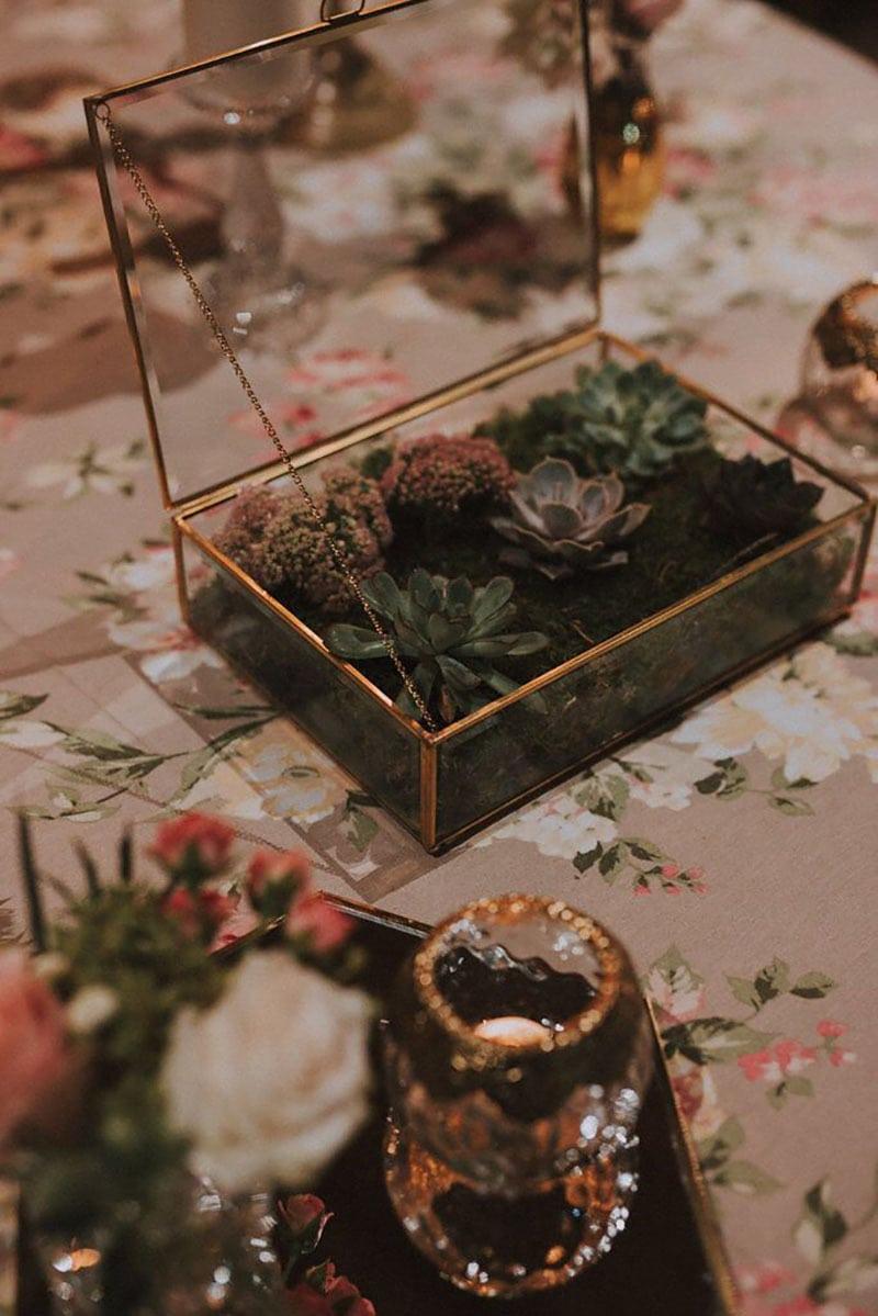 Cajita de alianzas decorada con flores