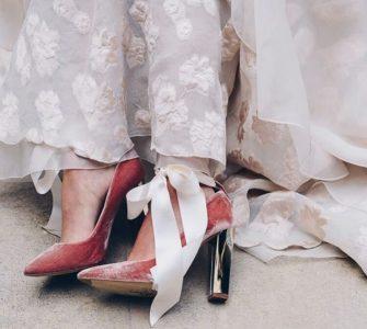 Zapatos para novia con lazos al tobillo